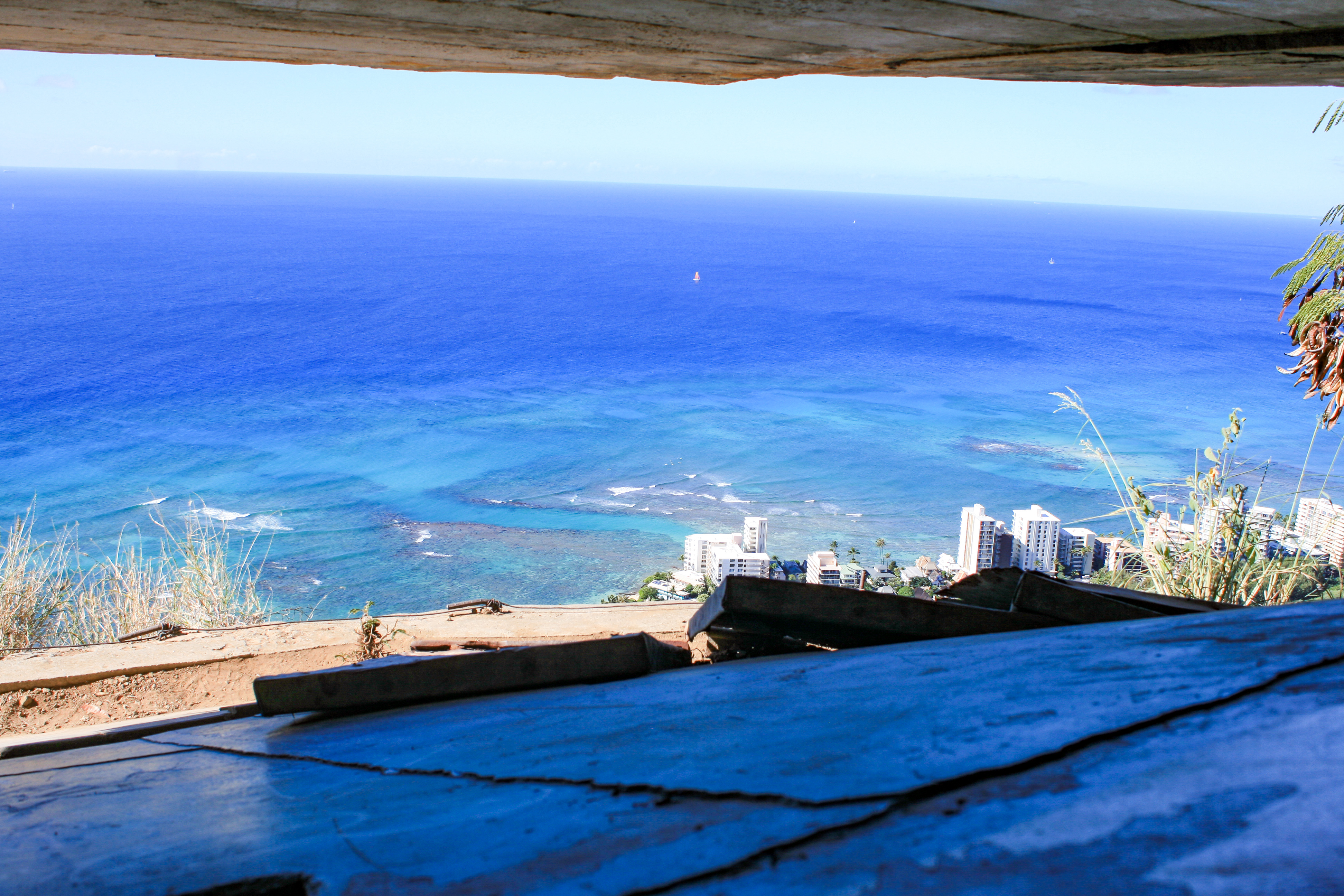 view from the pillbox at the top of diamond head